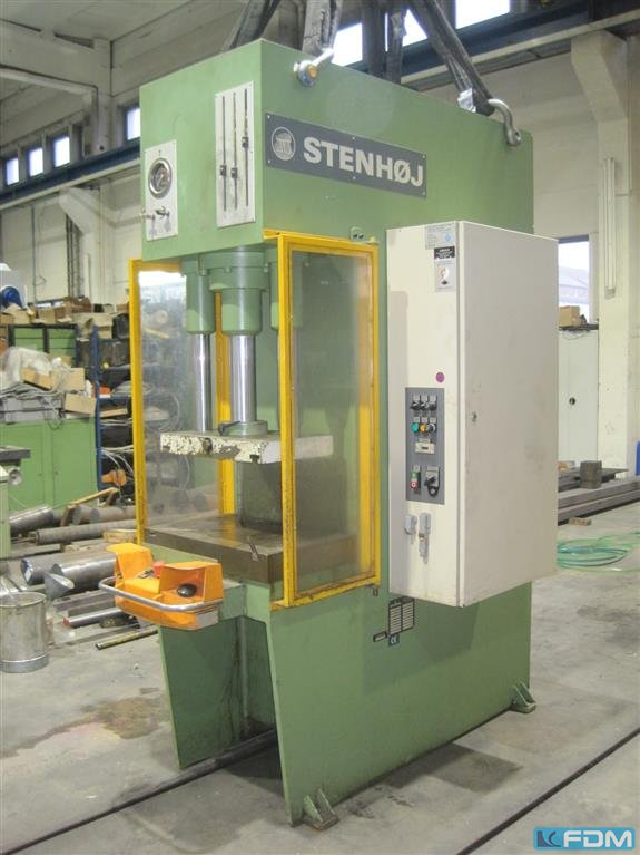 Single Column Press - Hydraulic STENHOJ TEA 40 T - Ambold